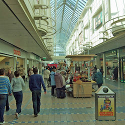 Footfall rises in shopping centres for first time in 3 years